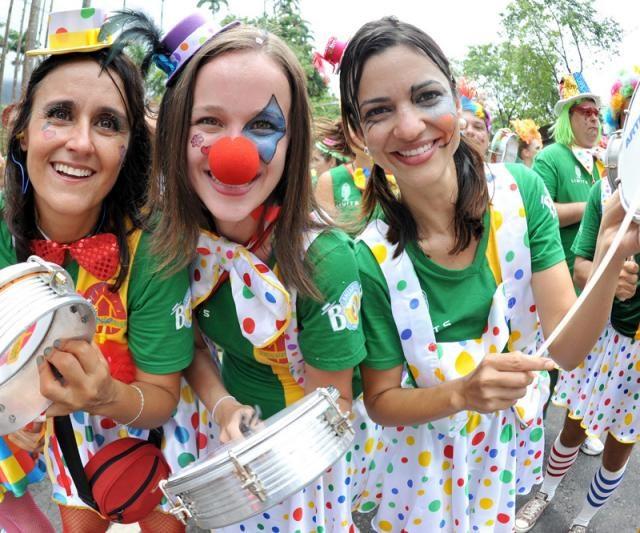 Blocos de carnaval com temas de inclusão social agitam o Rio de Janeiro