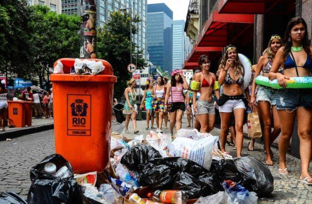 Quantidade de lixo produzido no carnaval é proporcional ao número de foliões