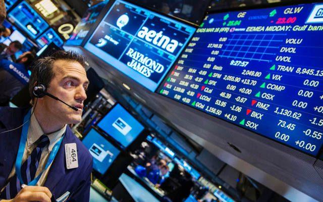 Bolsa sobe 1% e dólar fecha no maior valor em 11 meses após decisão do Supremo