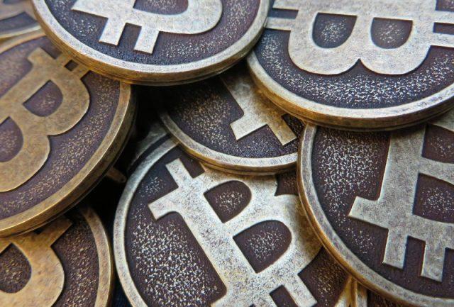 Bitcoin atrai quem gosta da ideia de que não veio de algum governo, diz Nobel de Economia