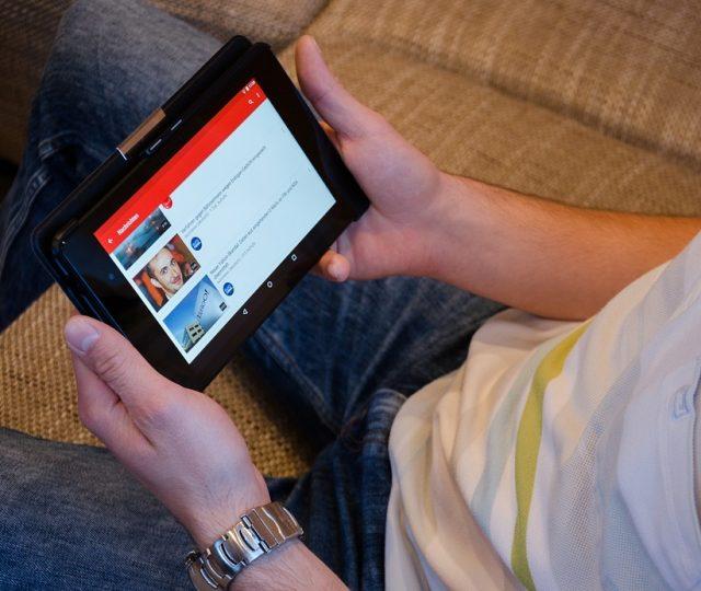 YouTube publica anúncio pornográfico e gera revolta nas redes sociais