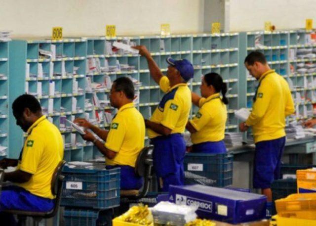 Bolsonaro autoriza estudo para privatização dos Correios