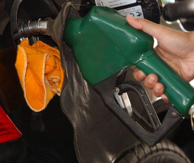 Gasolina ultrapassa R$ 7 o litro em pelo menos três regiões do país