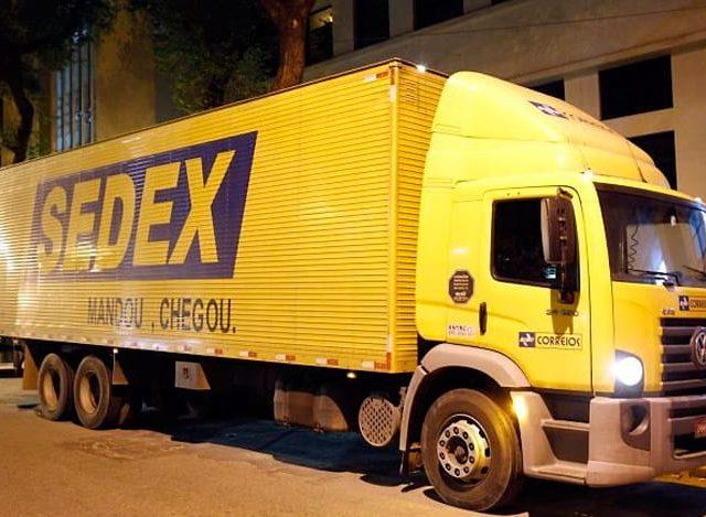 Greve dos caminhoneiros faz Correios suspenderem envio de Sedex