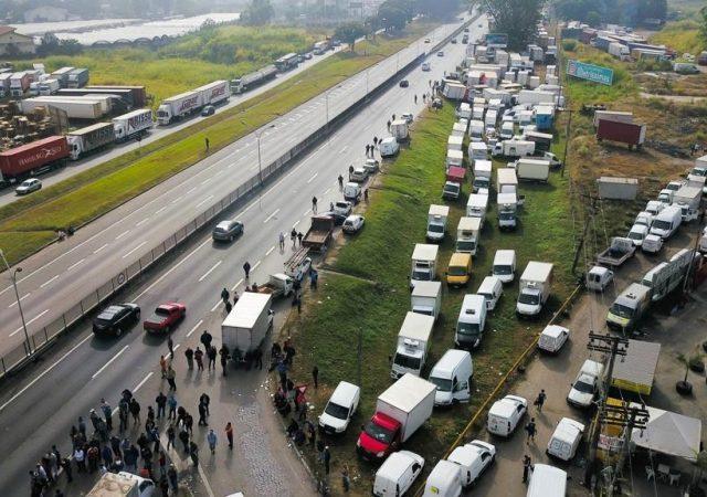 Caminhoneiros anunciam greve nacional para o próximo dia 26
