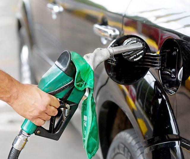 Petrobras vai aumentar preço da gasolina pela quarta vez no mês; diesel também sobe