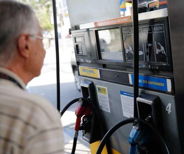 Saiba como são formados os preços da gasolina e do diesel; impostos são os maiores vilões