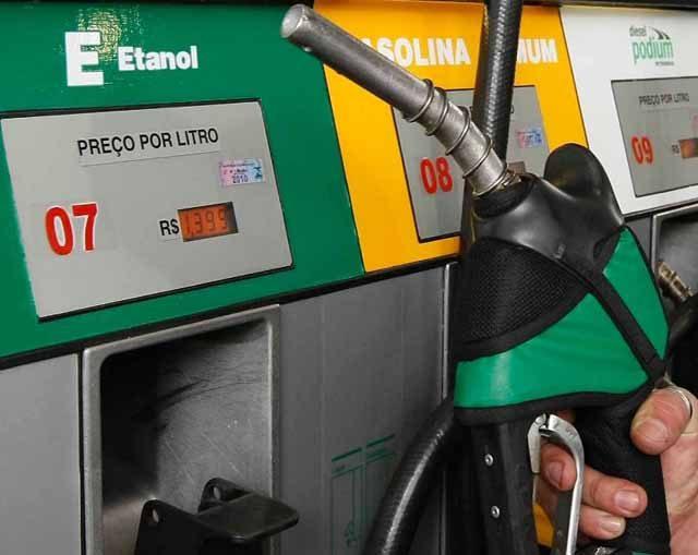 Bolsonaro quer alterar cobrança de ICMS sobre combustíveis