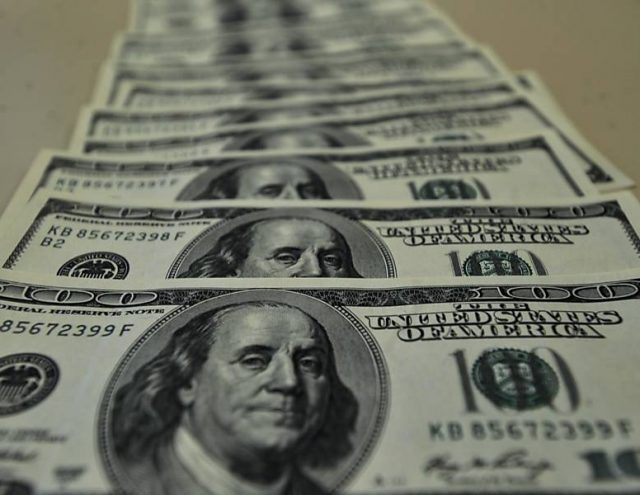 Dólar fecha em alta pelo quarto dia seguido