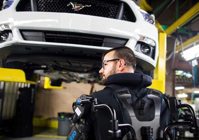 Ford está implantando exoesqueletos em 15 de suas fábricas em todo o mundo
