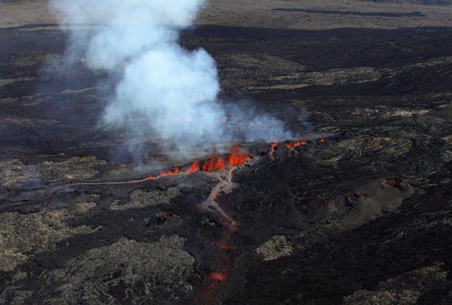 Buraco lançando chamas de quase 3 metros surge nos EUA sem explicação nenhuma