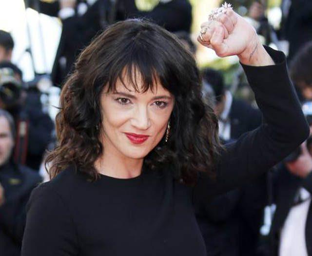 """Asia Argento volta a ser acusada de assédio por ator na TV: """"Ela me violou"""""""