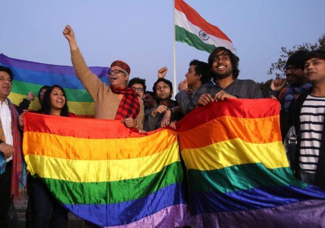 Comunidade LGBT comemora descriminalização da homossexualidade na Índia