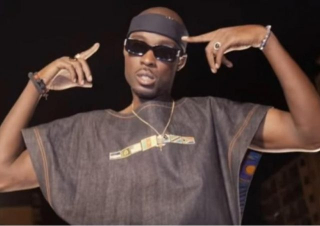 """Rapper francês da canção """"Enforquem os brancos"""" será julgado por incitar violência"""