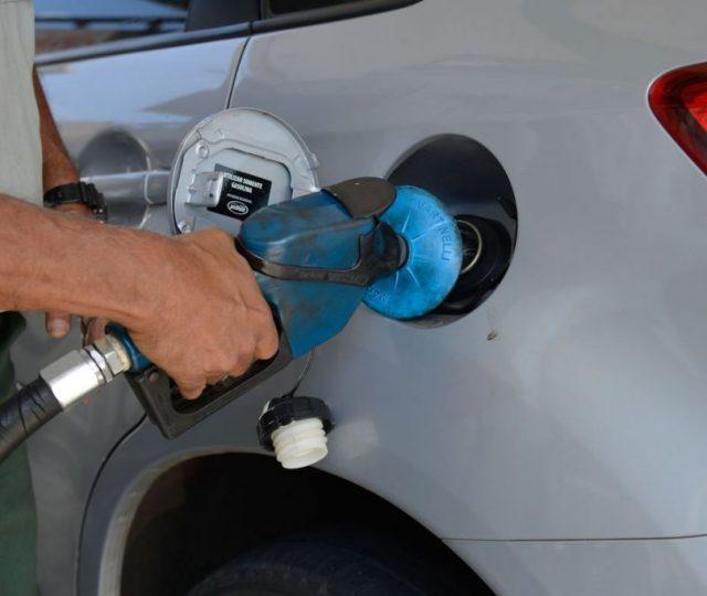 Com alta de 1,68% anunciada para amanhã, gasolina tem recorde de preço