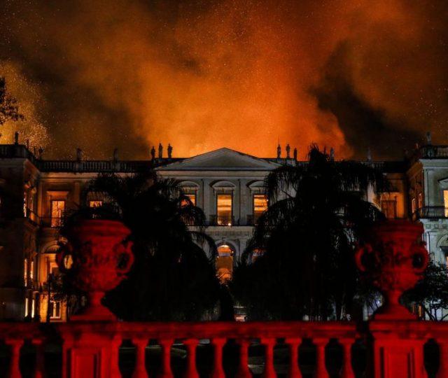 Incêndio no Museu Nacional do Rio de Janeiro; o terror em vídeos, fotos e textos