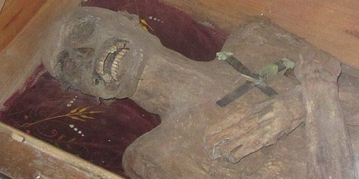 Desvendado mistério da múmia que não se decompõe há quase 300 anos