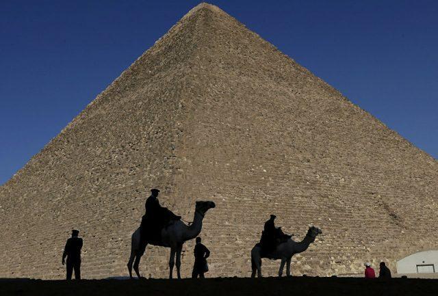 Casal é investigado após fazer sexo no topo da Grande Pirâmide no Egito
