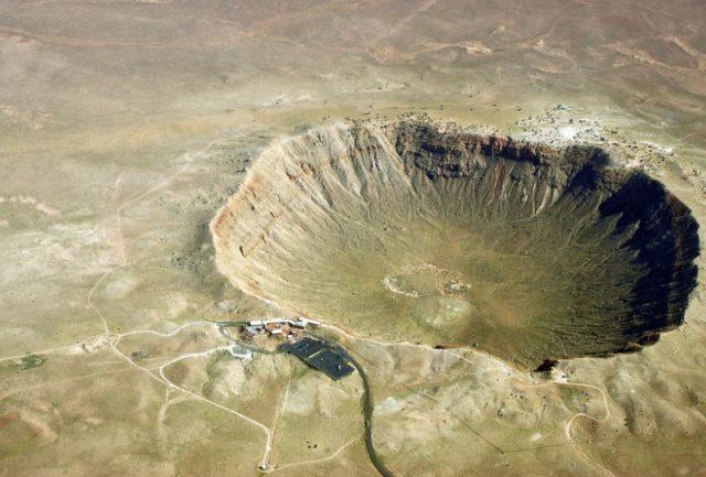 Cratera misteriosa é identificada perto da base militar mais secreta dos EUA