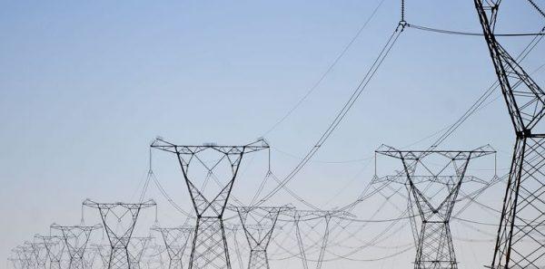 Conta de luz vai ficar mais cara a partir de julho; taxa extra deve subir mais de 60%