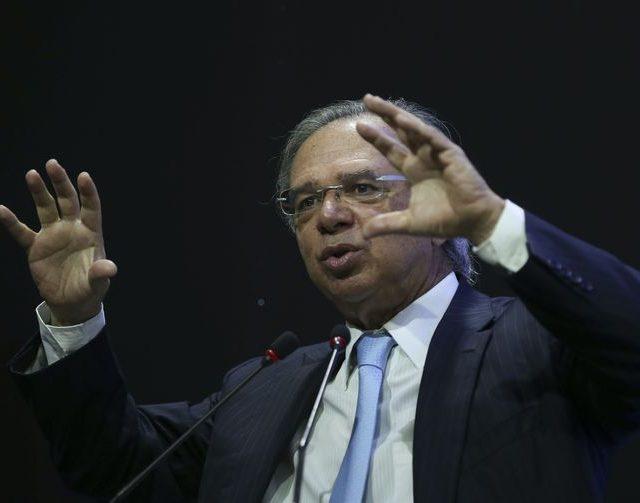 Paulo Guedes critica decisão do STF que proíbe a redução de salário de servidores públicos