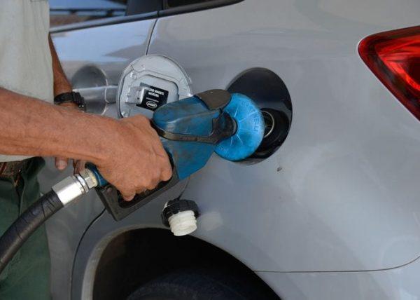 Petrobras anuncia mais um reajuste nas refinarias; 4,8% gasolina e 5% diesel
