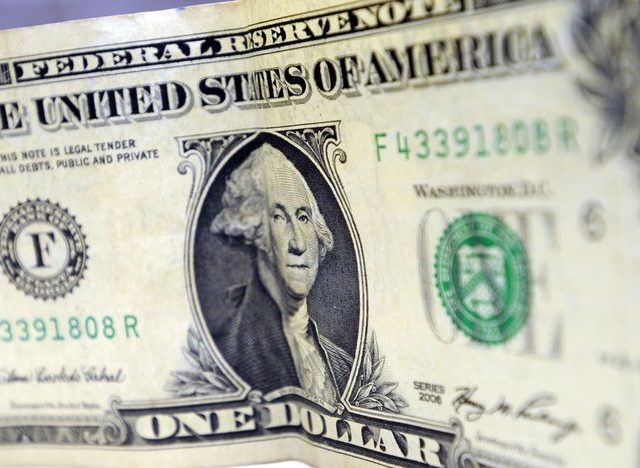Dólar cai após divulgação de nota de Bolsonaro