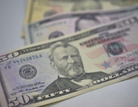 Bolsa cai e dólar tem maior alta desde setembro fechando a semana em R$ 5,47