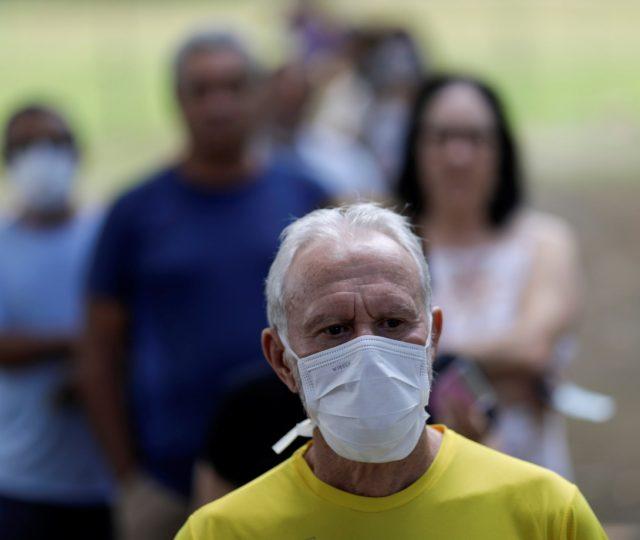 Casos e mortes por coronavírus têm a maior queda desde o início de 2021, diz Fiocruz