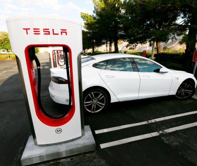 Tesla vai lançar bateria com autonomia de mil quilômetros
