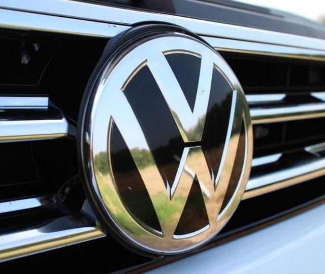 Volkswagen anuncia paralisação de fábricas a partir do dia 21