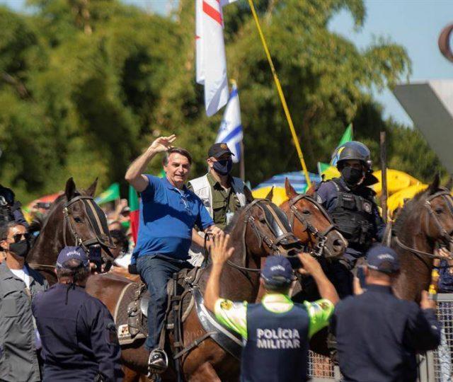 Justiça Federal obriga Bolsonaro a usar máscara; Em caso de descumprimento, a multa diária é de R$ 2 mil