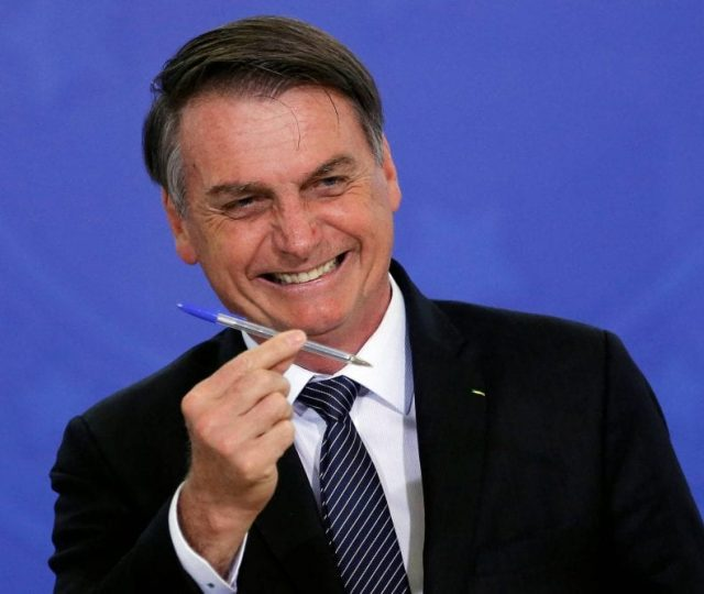 Bolsonaro não explica origem de recursos para o novo Bolsa Família