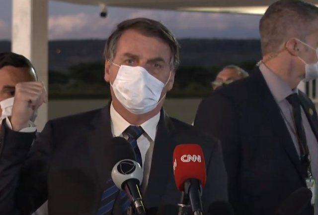 Bolsonaro quer marcar uma data para o fim do uso de máscaras no Brasil