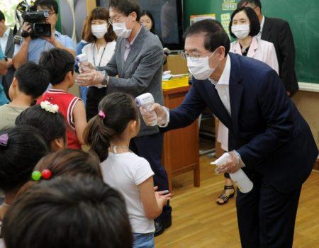 Escola na Coreia do Sul é fechada após aluno testar positivo para coronavírus