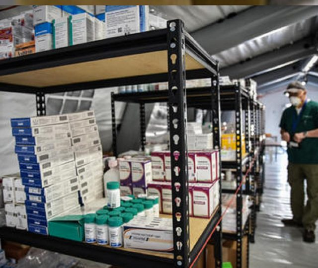 Anvisa vai se reunir com fabricante do remédio remdesivir, que será usado no tratamento contra coronavírus nos EUA