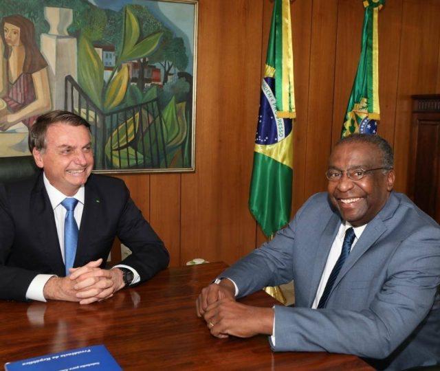 Nomeado por Bolsonaro na semana passada, Decotelli pede demissão