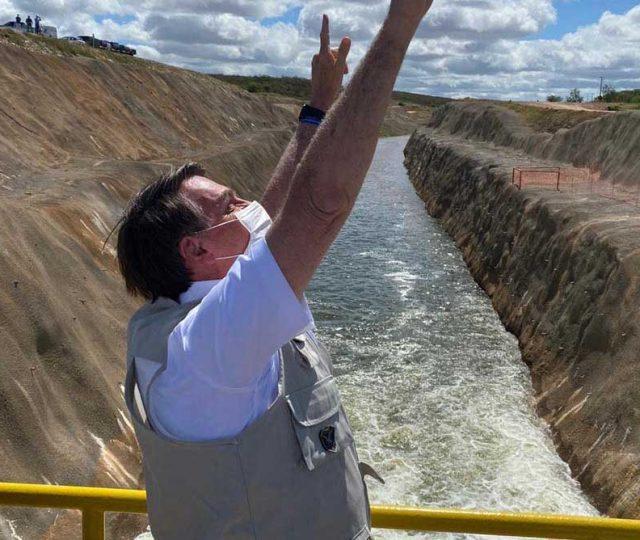 Bolsonaro inaugura trecho da transposição do Rio São Francisco; Obra foi iniciada em 2007, durante o governo Lula