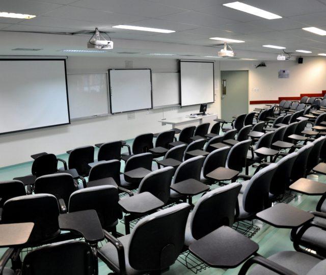 Reitores de universidades federais não vão acatar a portaria do MEC que determina a volta às aulas