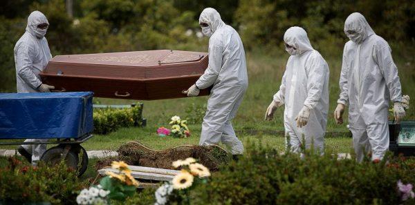 """Infectologista teme que Brasil entre em colapso em duas semanas; """"cenário de guerra"""""""