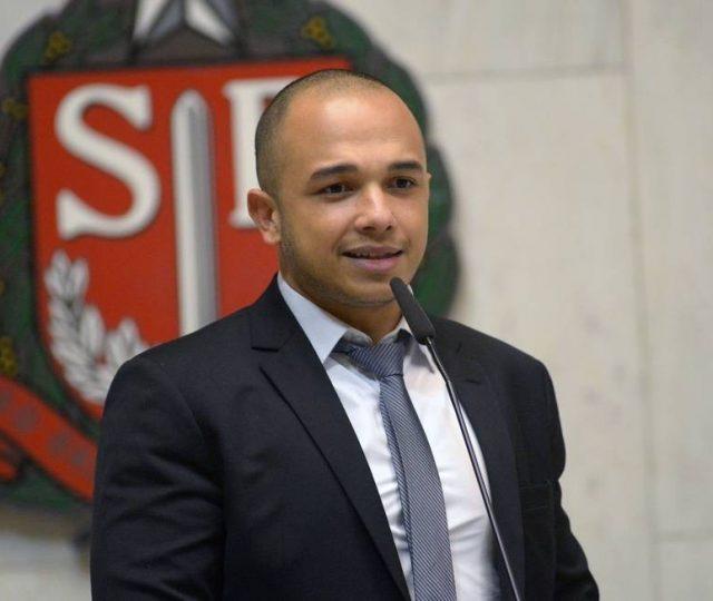 Deputado Douglas Garcia pode estar ligado a ataques do clã Bolsonaro ao Supremo Tribunal Federal