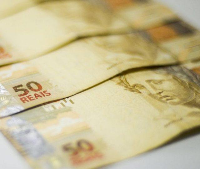 Salário mínimo em 2021 deve ser de R$ 1.088