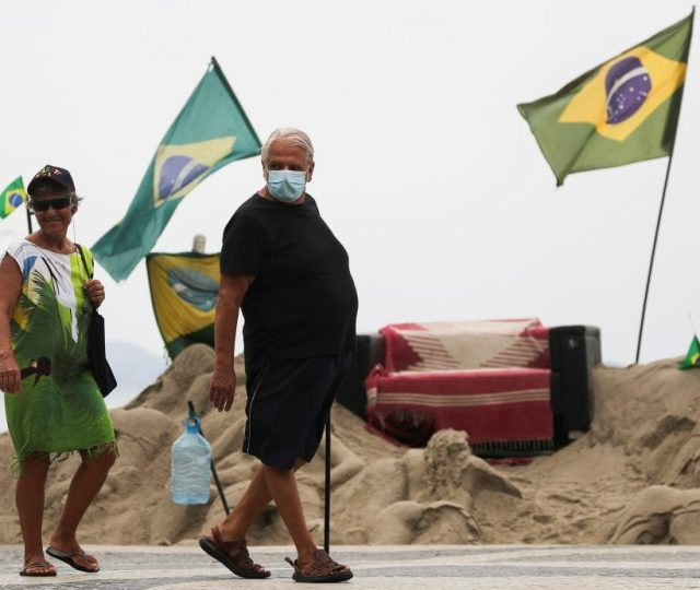 Brasil tem 2.087 mortes por Covid-19 em 24h; média diária dos últimos sete dias fica em 1.914