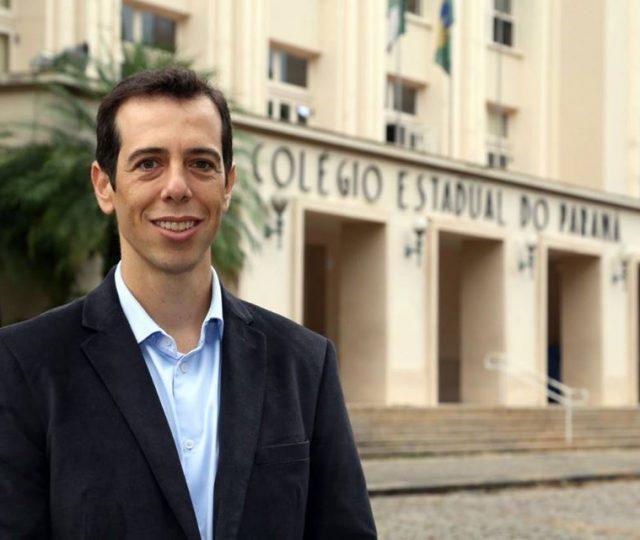 Bolsonaro escolhe Renato Feder para ser o novo ministro da Educação