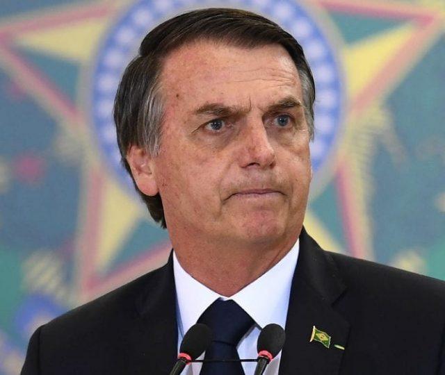 Compra de seringas está suspensa por aumento de preços, diz Bolsonaro