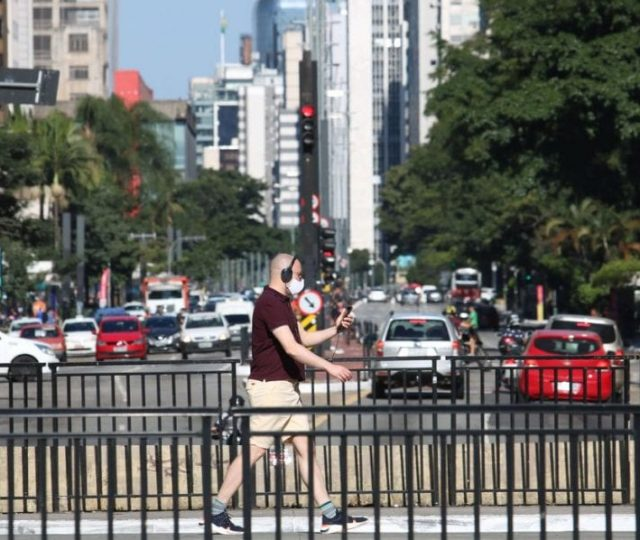 São Paulo só deve voltar à fase laranja quando ocupação de leitos estiver em 75%, diz secretária