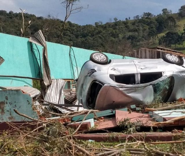 Municípios de Santa Catarina contabilizam prejuízos após tornados