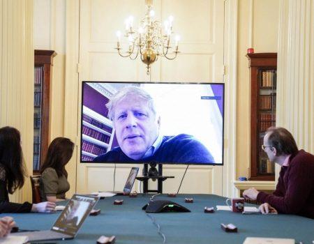 Reino Unido proíbe reuniões com mais de seis pessoas