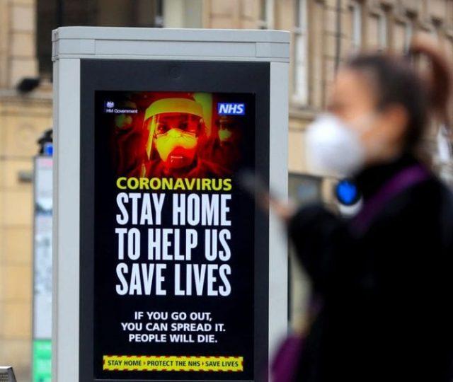 Casos de Covid-19 na Inglaterra caíram 78% após 6 semanas de lockdown