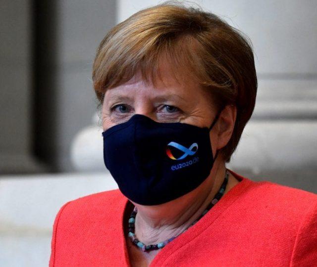 Angela Merkel defende lockdown mais rígido na Alemanha